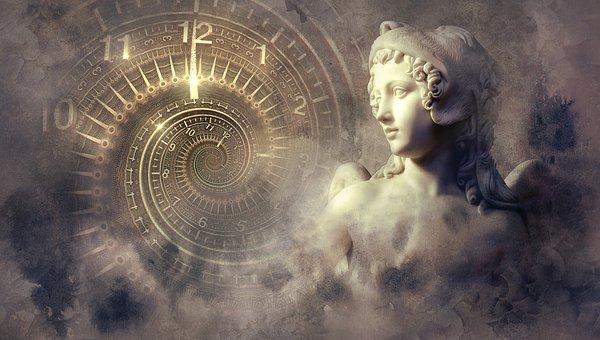 時計と銅像