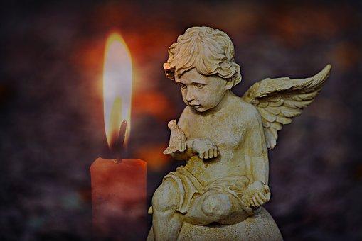 キャンドルと天使の像