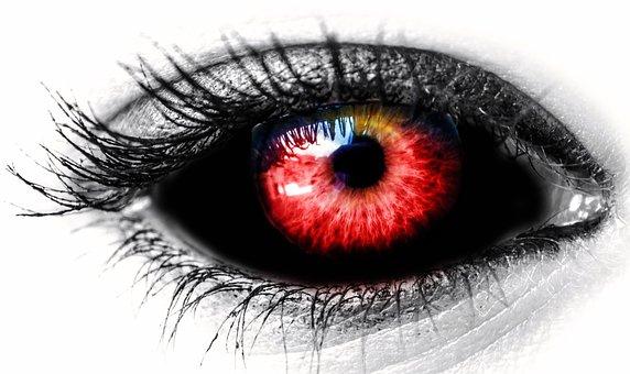 真っ赤な瞳